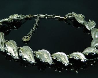 Vintage Lisner Gold Tone Leaf Necklace