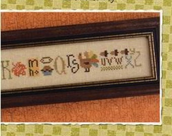 Thankful String : Lizzie Kate counted cross stitch pattern Thanksgiving sampler turkey November hand embroidery