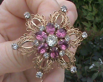 Pretty filigree brooch
