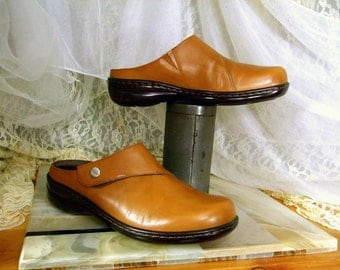 Vintage Camel Brown Leather Naturalizer Mules Clogs ...  UsA Womens 7 1/2 ...  Excellent Condition ... Made in Brazil