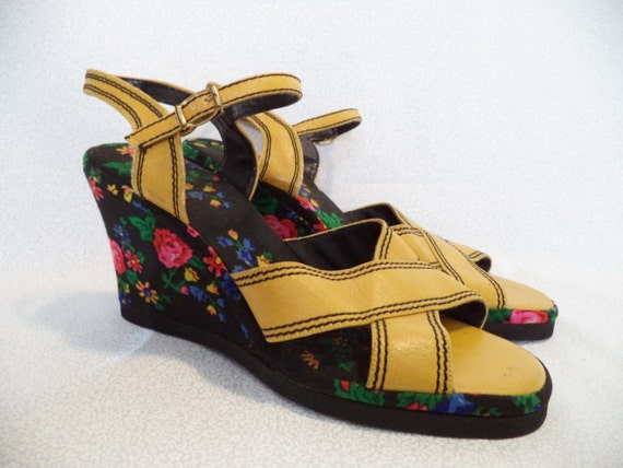 mustard yellow with flower wedge shoes vintage 60 s by