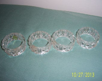 Vintage Lucite Napkin Ring Holders  -  Retro Napkin Rings -   Plastic Napkin Rings  -  Set of 4  -  Made in Hong Kong Napkin Rings