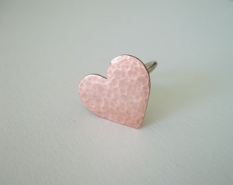 Handmade hammered   copper heart ring .