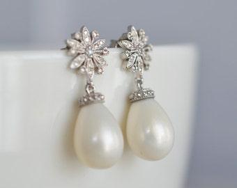 40% OFF, Wedding earrings,Flower earrings, Pearl Earrings, Bridal earrings, Bridesmaid gift, Clear earrings, Pearl earrings, Flower earrings