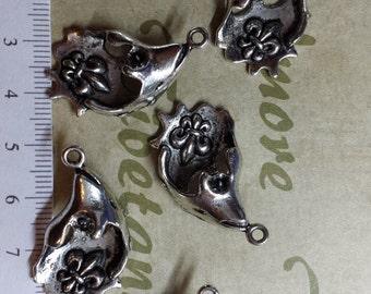 6 pcs per pack 30x18mm Fleur de Lis Antique Silver Lead free Pewter.