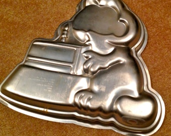 Vintage 1981  Wilton Garfield Aluminum  Cake Pan  Cooking-Baking-Cakes-Birthdays-Special Occasions