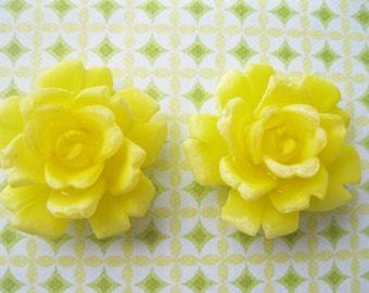 Vintage Yellow Rose. Plastic Cabochon. 2 pieces. 28mm