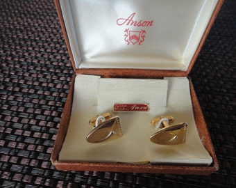 Aintage Anson goldtone cuff links L shaped arms