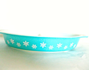 Vintage Pyrex Divided Dish Snowflake Pattern Blue Serving dish Collectible