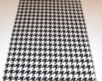 Eco Friend Black and White Hounds Tooth Table Runner