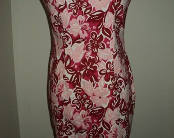 Vintage Hawaiin Style Strapless Mini Dress, Hawaiin Floral Print Dress with Red, Pink and White Native Lei Flowers in Vintage Condition
