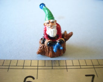 1:12th Tiny Gnome Sitting on a Tree Stump Dolls House Ornament/Figurine/Garden