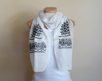 Women Scarf in Black and White, Cotton Yemeni Scarf, Hand Stamped Scarf