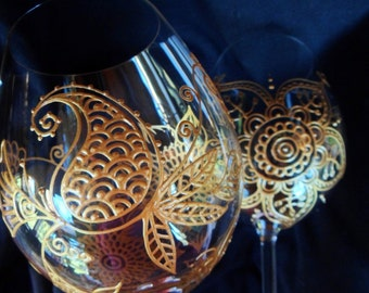 Henna style designs on wine glasses. Custom order in gold, pewter or pearl finish with optional personalization and Swarovskis