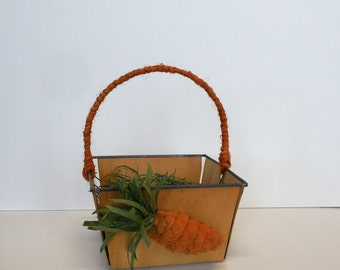 Vintage Wooden Easter Basket with Pine Cone Carrot