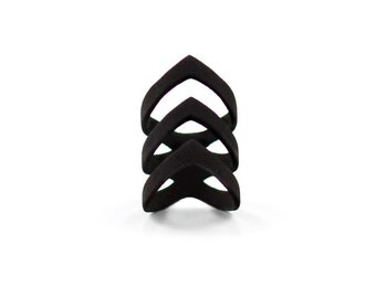 "The ""Chase"" ring in black - A cool ring with a triple arrow-tip curved point."