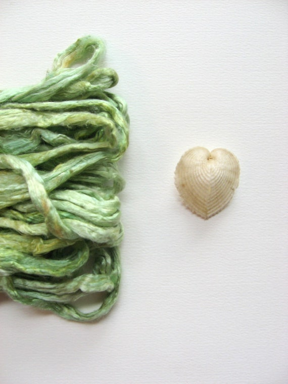 1 oz ( 28g ) Mulberry Silk Sliver Top Roving SEAFOAM GREEN - Hand dyed Fiber