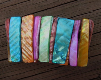 Vintage Flexible Bracelet, Multiple Colors, Made from Shells, Weighs 3 Ounces