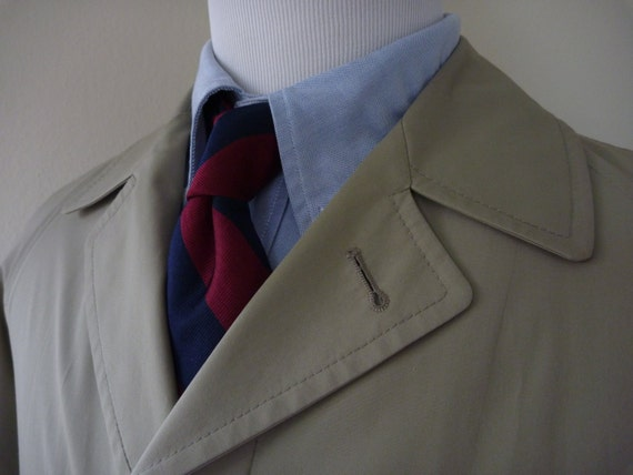 CLASSIC Vintage Brooks Brothers Lightweight Belt-less Trench Coat Rain Coat 40 XL.  Made in USA.