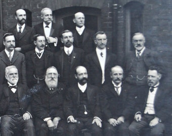 1910 photo of the Council of the National Temperance Choral Union, Edwardian gentlemen in suits, Welsh male choir