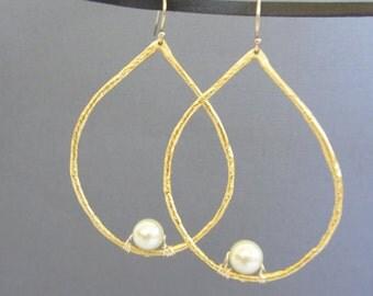Gold hoop pearl earrings, Pearl Hoop Earrings, Gold teardrop Pearl earrings, Large teardrop hoop earrings.