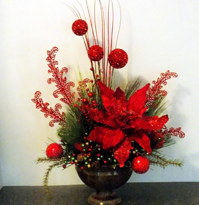 Christmas floral arrangement with xl poinsettia glitter balls - Centro de mesa navideno ...