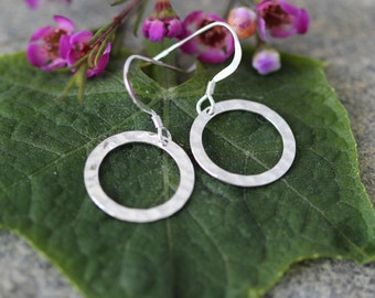 SALE.  Circle Earrings.Sterling Silver Circle Earrings - modern delicate everyday jewelry. Hammered Circle Earrings,Silver Earrings