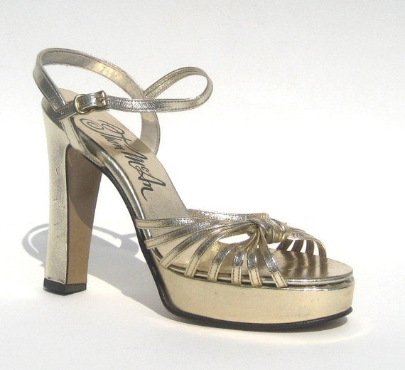 size 6 / MINT 1970's gold disco platforms