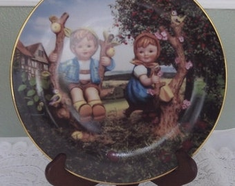Hummel Apple Tree Boy and Girl Collectors Plate 1989