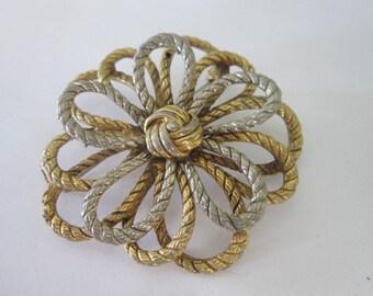 Vintage Large Gold Tone Flower Brooch.