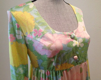 70s Floral Maxi Dress - Will fit many sizes