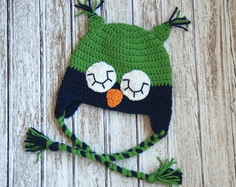 Sleepy owl crochet hat for boys in green and navy