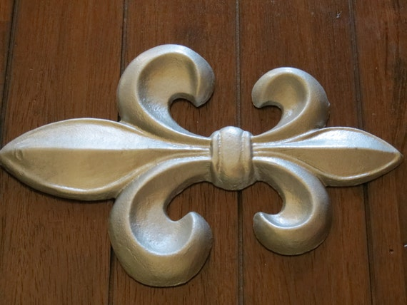 Fleur de Lis Wall Decor / Silver or Pick Color / Cast Iron
