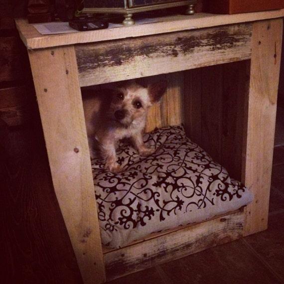 items similar to lit pour chien palette table de chevet on etsy. Black Bedroom Furniture Sets. Home Design Ideas