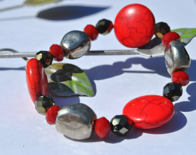 Red coral stone, crystals and silver tone chunky beads stretch bracelet