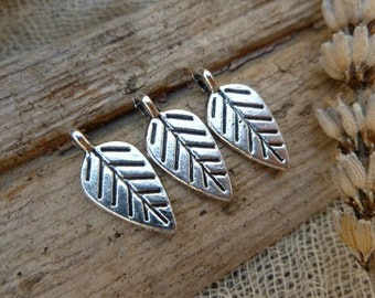 6x Leaf Charms, Antique Silver Pendants P51