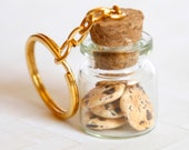 Chocolate chip cookies in a jar keychain - Zoozim