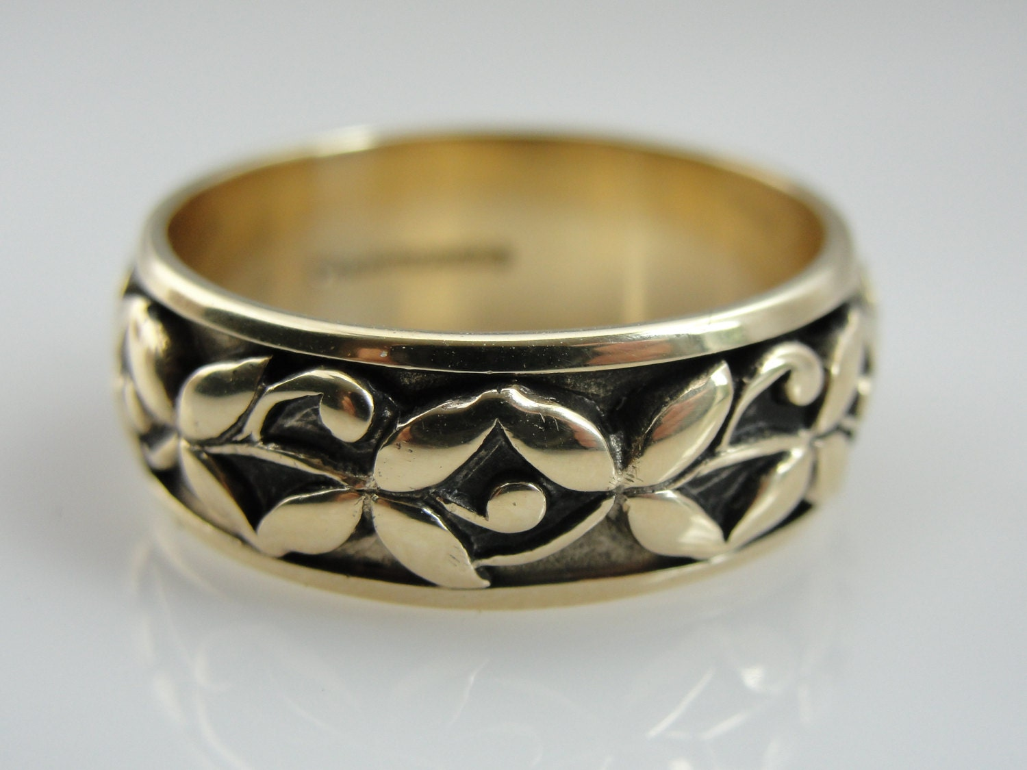Sweet Vintage Wedding Band With Flower And Berry Floral