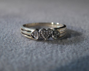 Vintage 10 K Yellow Gold 3 Round Diamond Fancy Triple Heart  Art Deco Style Engagement Wedding Band Ring, Size 7