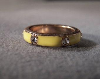 Vintage Yellow Gold Tone Enameled Multi Round Rhinestone Eternity Wedding Band Ring, Size 8