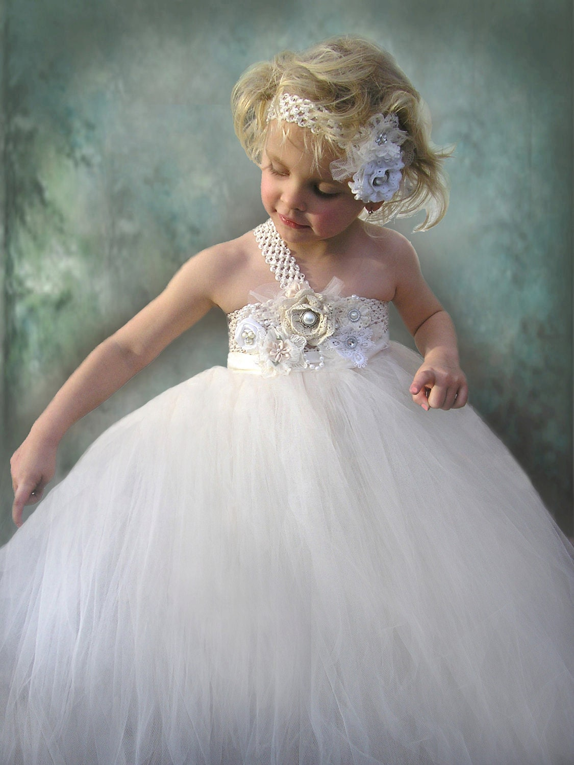 Flower Girl Dress in sizes newborn to 12 years by Jillybeantutus