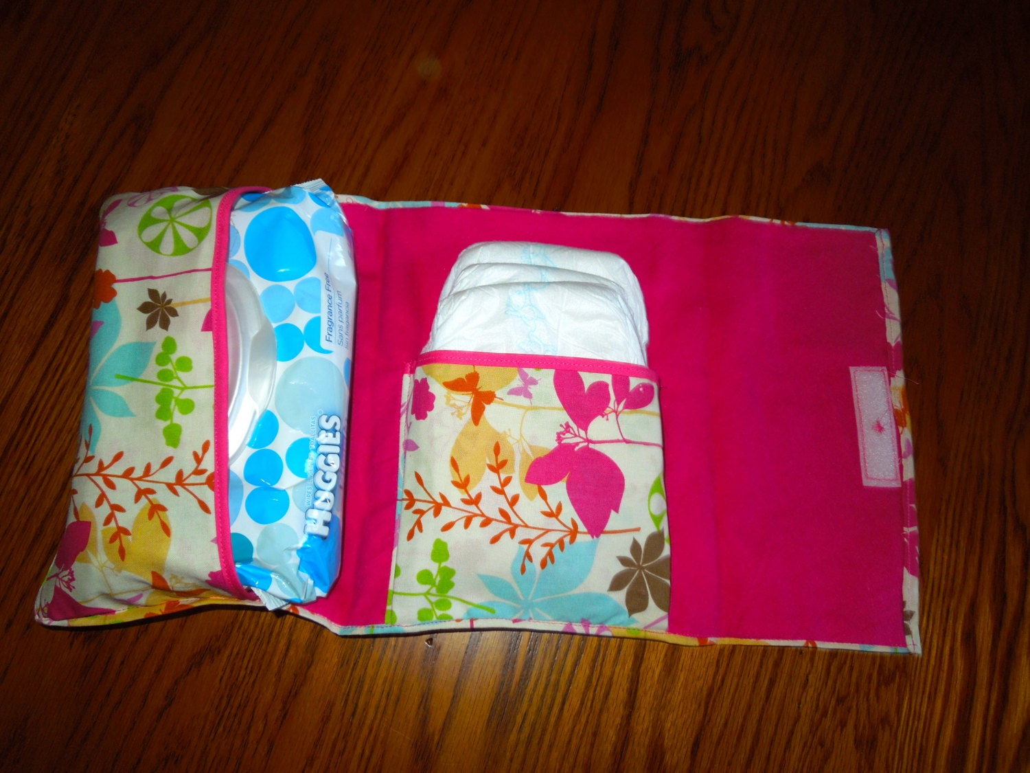 on the go diapers and wipes pouch great for the diaper bag. Black Bedroom Furniture Sets. Home Design Ideas