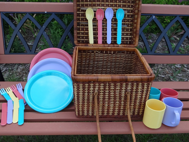 Picnic Basket Dish Set : Vintage picnic basket set by
