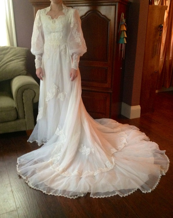 Vintage white wedding gown dress queen anne neckline lace for Queen anne neckline wedding dress