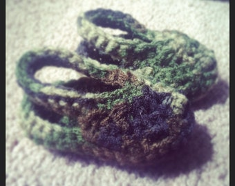 Camo crochet crocs nb-3 mo