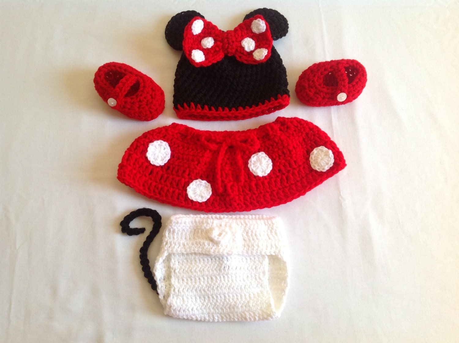 Free Crochet Pattern Minnie Mouse Diaper Cover : Baby Crochet Minnie Mouse Hat Diaper Cover Shoes and Skirt