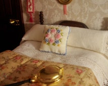 """Embroidered cushion. """"Fleurs de printemps""""."""