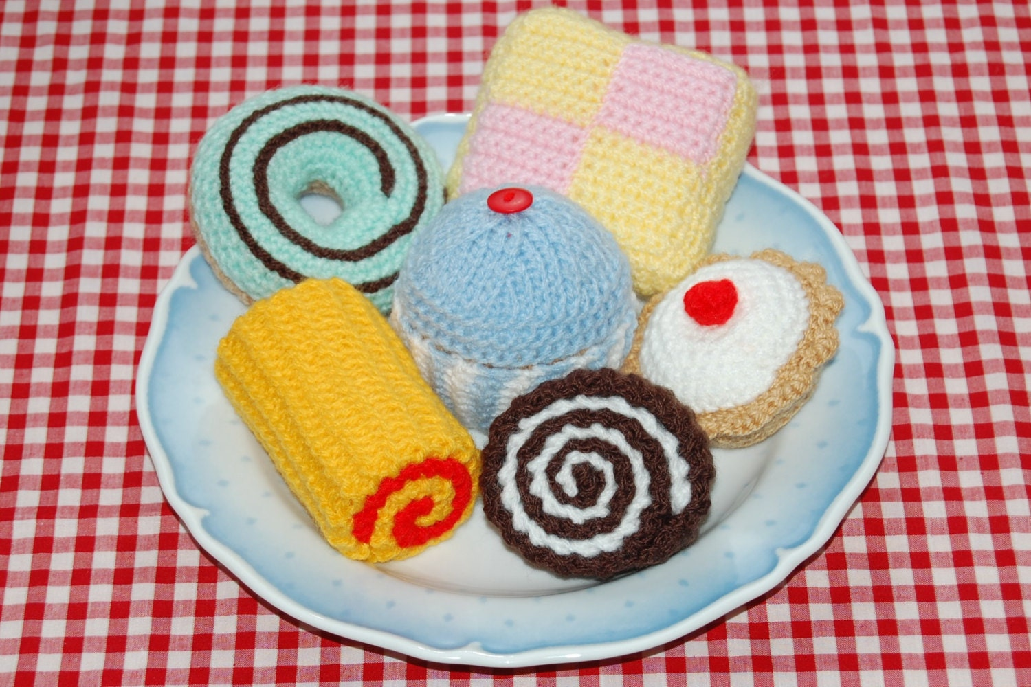 Knitted Cakes Free Patterns : Knitting & Crochet Patterns for a Selection of Cakes - Knitted Toy / Play...