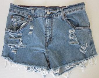 classic rise slashed cutoff Levi shorts ~ size 8