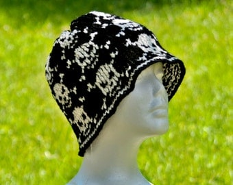 Black and White Jolly Roger Knit Hat